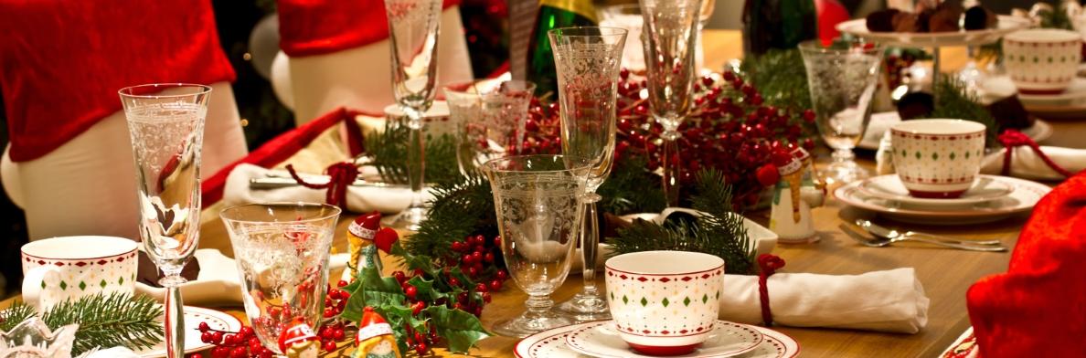 Обеденные столы к новому году.