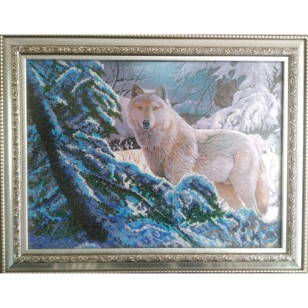 Картина бисером Волки в зимнем лесу