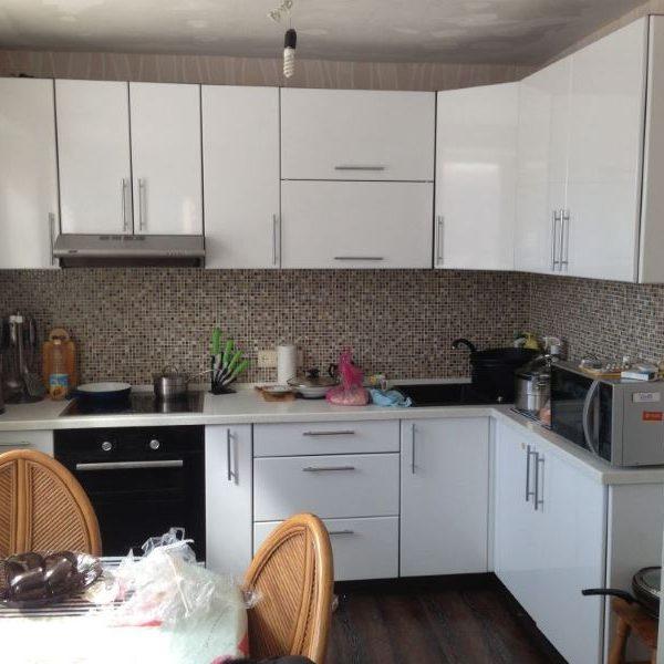 Кухня на заказ 1м (верх+низ+столешница) фасады МДФ глянец