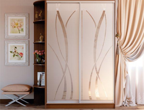 Двухдверный шкаф купе цвет - орех лесной, система - серебро, фасады зеркало с художественным матированием №145